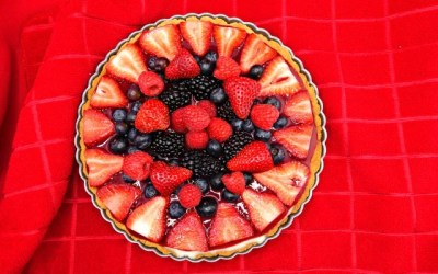 Paleo Mixed Berry Fruit Tart {with Berry Sauce and GF Crust Recipes!}
