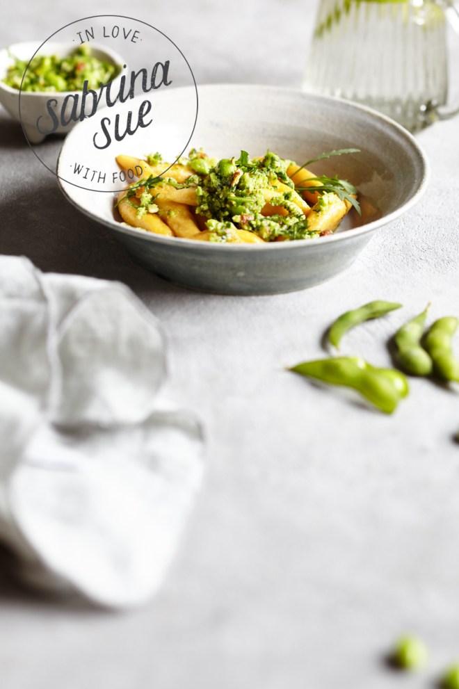 Süßkartoffel Schupfnudeln mit Mandel Edamame Rucola Pesto