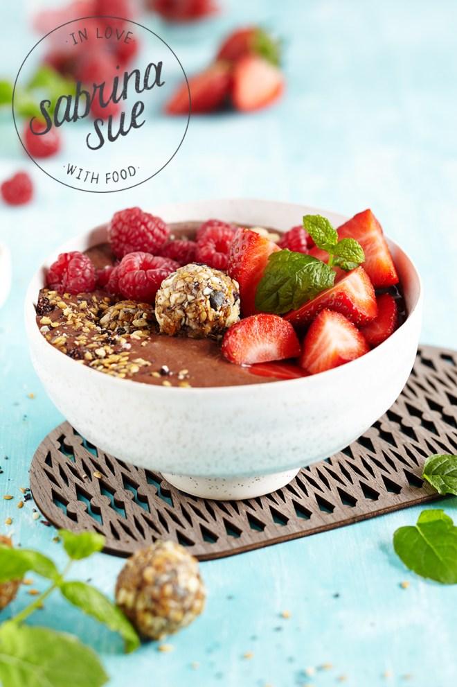 Breakfast Granola Smoothie Bowl/Balls