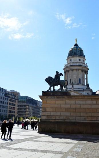 1 BERLIN 011