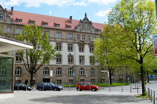 1 BERLIN 090