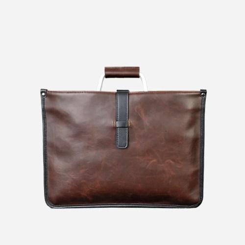 Sacoche cuir porte-documents pour homme de couleur marron et brun avec quelques touches de noires.