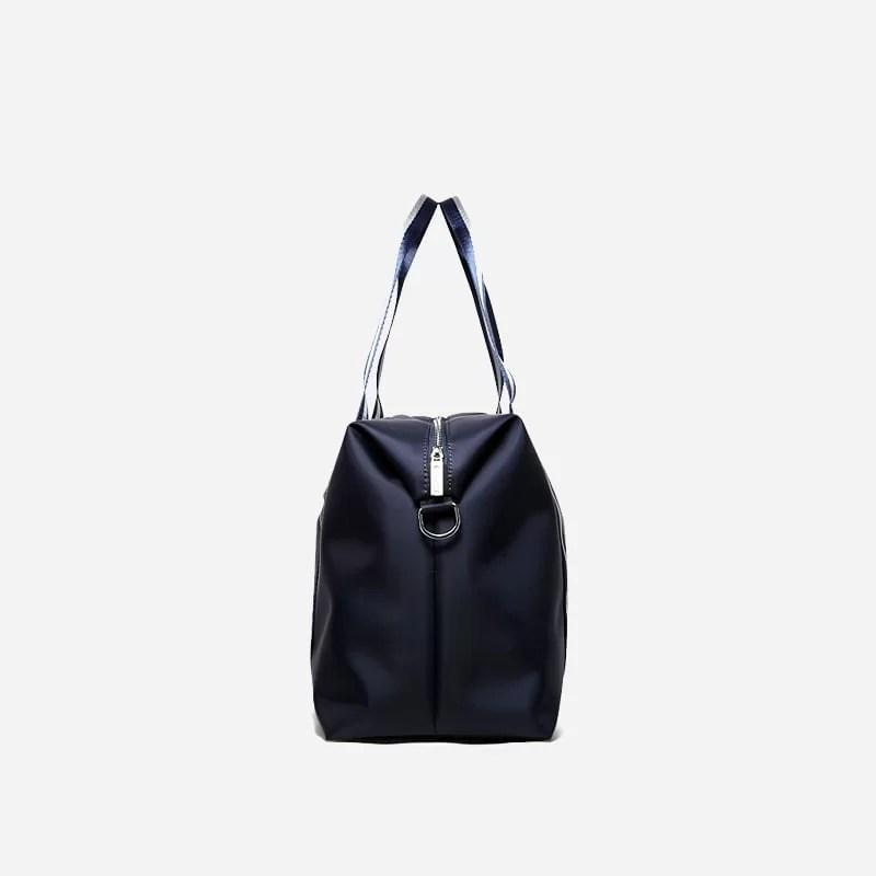 Sac à bandoulière et sacoche bleu pour homme avec plusieurs poches zippées et poches intérieures. Bopaibag Traveler. Coté.