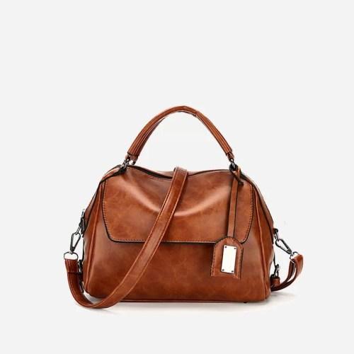 Petit sac à main bandoulière brun pour femme.