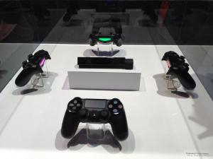 PS4 controllers, light bars