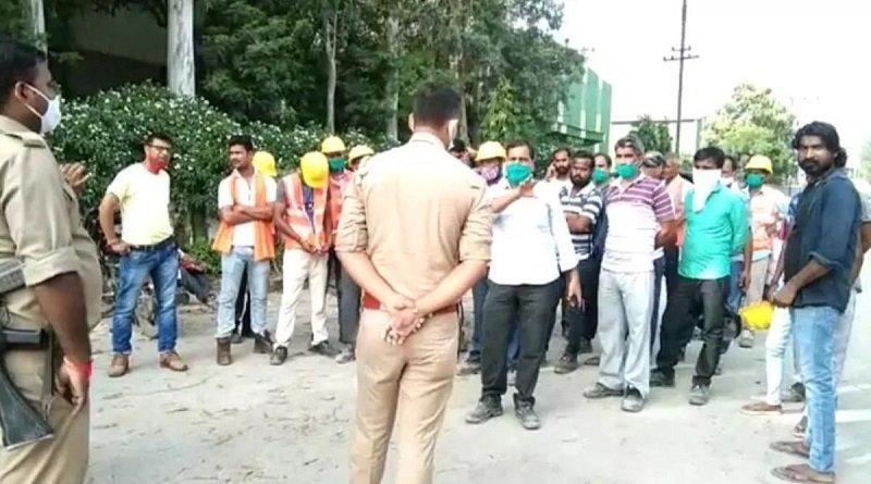 बिरला फैक्ट्री के गेट पर मजदूरों का हंगामा, भारी संख्या में पुलिस बल तैनात