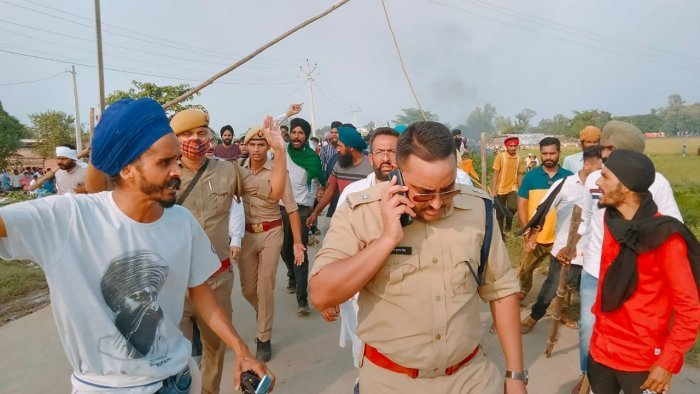 UP के Lakhimpur Kheri में बवाल…किसानों पर BJP मंत्री के बेटे ने चढ़ाई गाड़ी, 3 किसानों की मौत