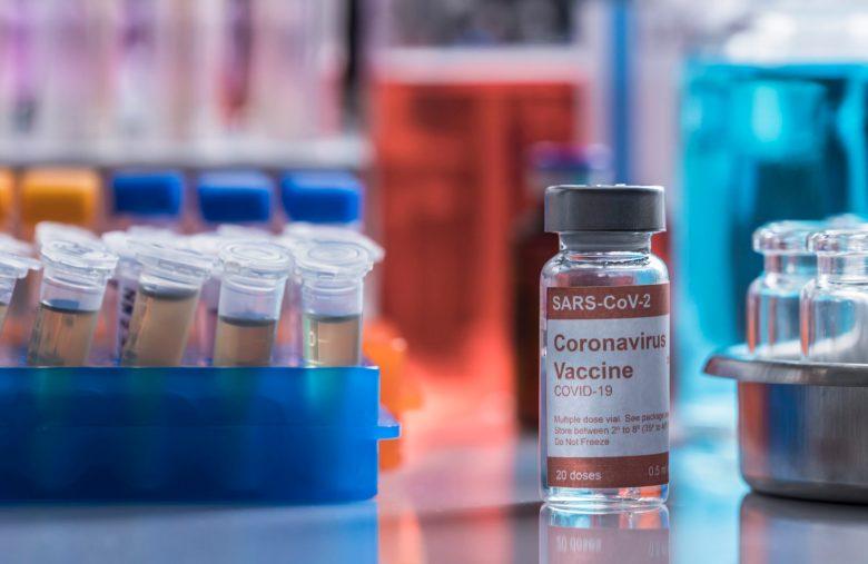 coronavirus-covid-19-experimental-vaccine-in-a-lab-NQU5F7X-scaled.jpg (2560×1664)