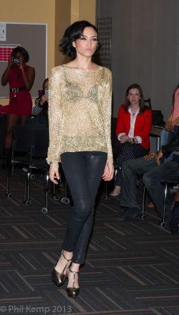 Fashion models get runway tips from Naima Mora