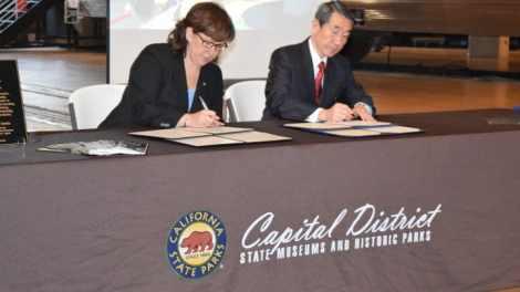RR Sisterhood Signing Table  e1461080423471 - Railroad Museum enters historic 'sisterhood' agreement with Japan's Railway Museum