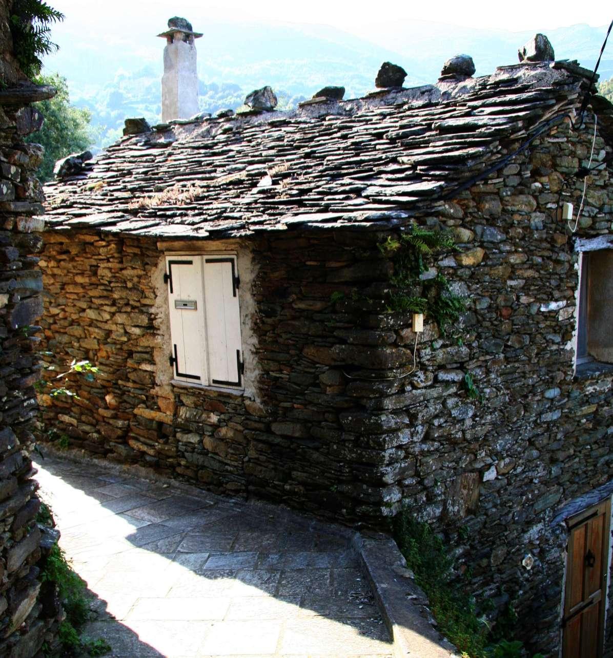 Sacré Cap Corse - Au hameau de Teghje à Sisco