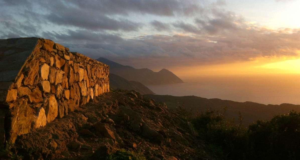 Sacré Cap Corse - Coucher de soleil sur la route du Cap