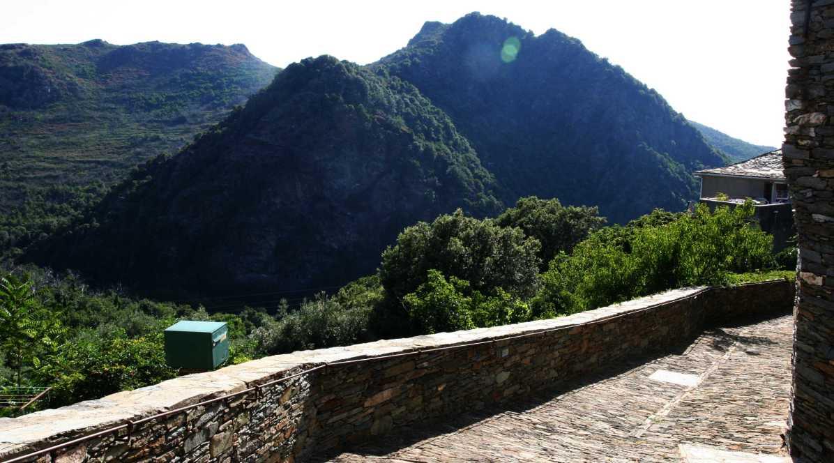 Sacré Cap Corse - La montagne vue du hameau de Farragini