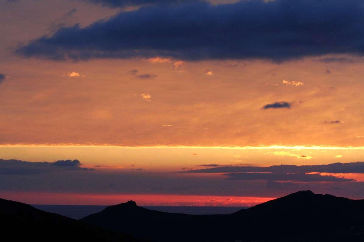 Sacré Cap Corse - Lever de soleil sur la vallée de Pietracorbara