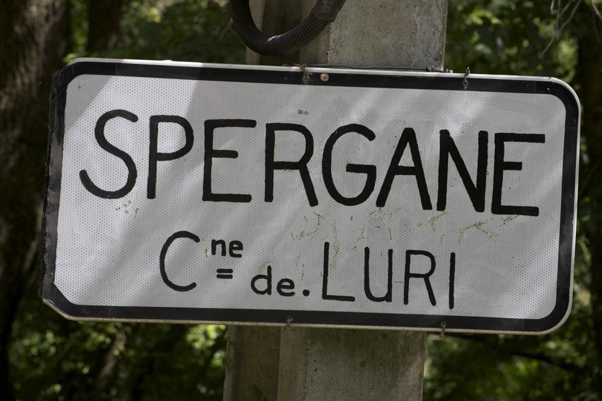 Sacré Cap Corse - Panneau routier du hameau à Luri