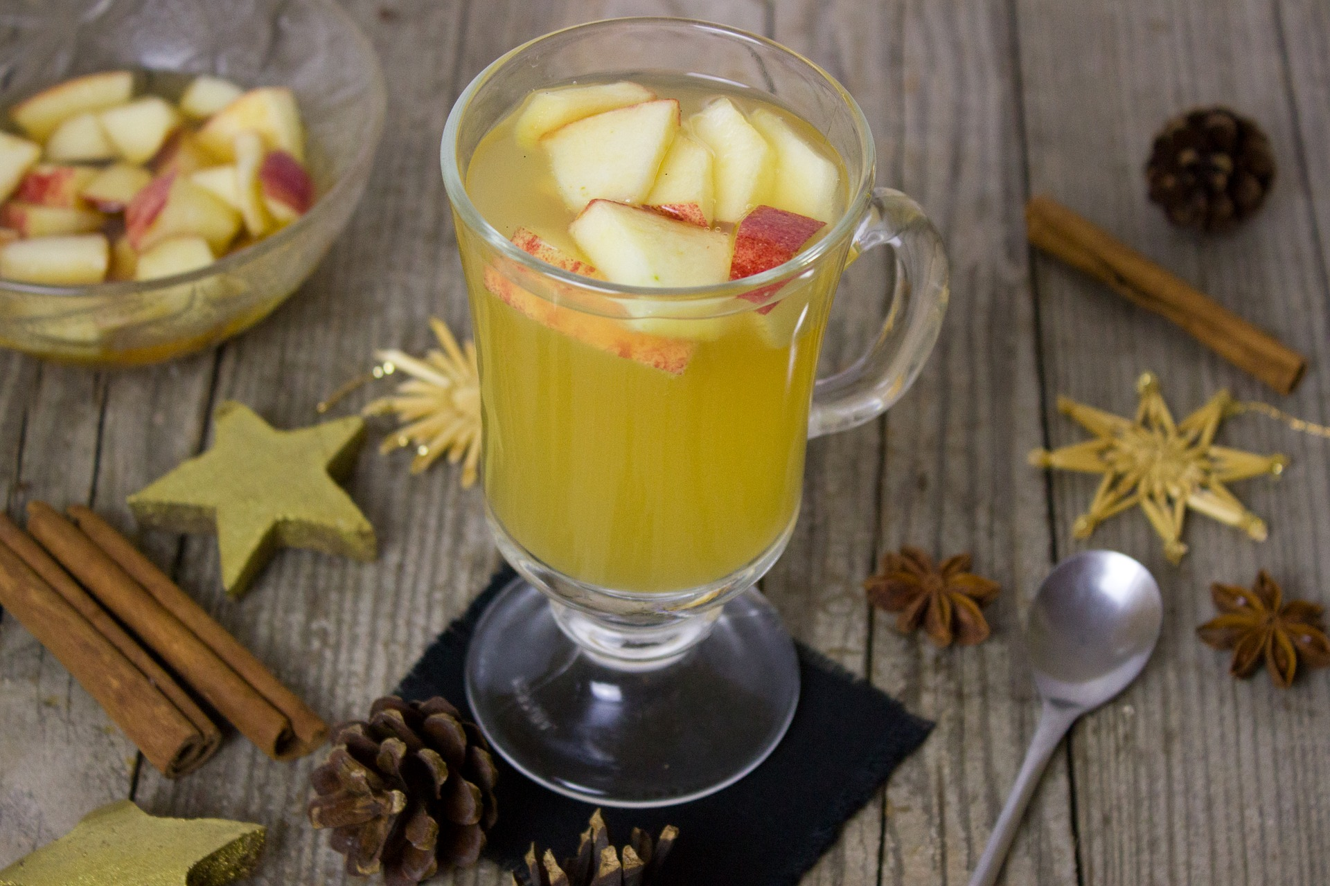 Amaretto and apple cider punch