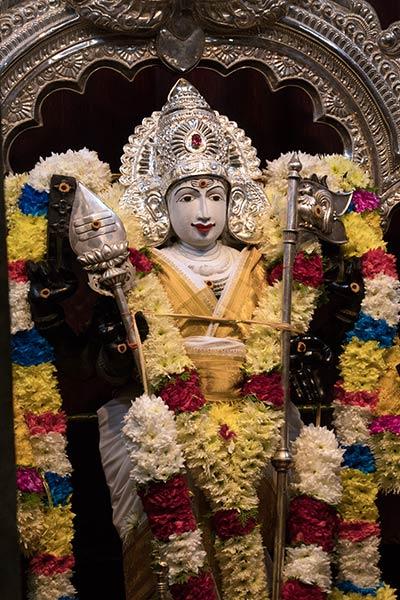 বাটু গুহায় মূল মন্দিরে মুরুগা মূর্তি