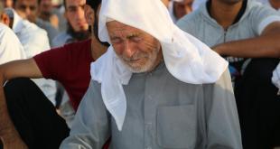 لاجئ سوري يصلي في مخيمات اللجوء بتركيا - أرشيفية - ترك برس