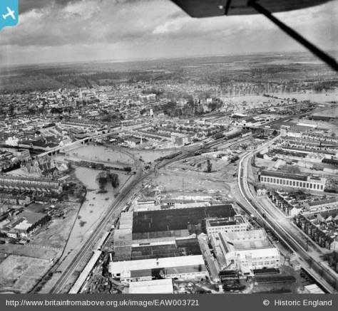 Flooding around the Igranic Electric Works, Bedford, from the south, 1947 Left: Railway line from Bedford to Bletchley. Right: Hardwick Road.