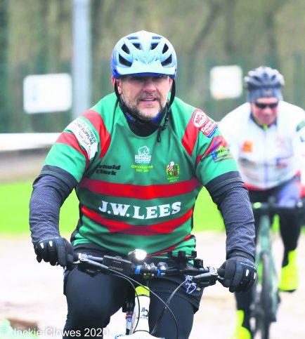 Bike ride Shane Jocky Wilson at Saddleworth Rangers (6)