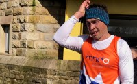 Rugby ace Kevin Sinfield runs streets of Saddleworth after Manchester Marathon cancellation