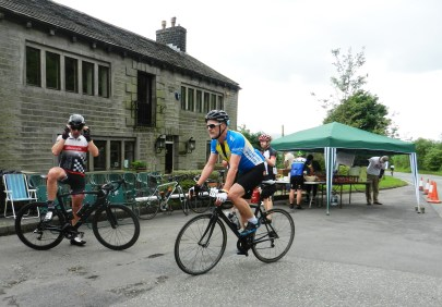 Riders at the refreshment stop at Carr House, Diggle