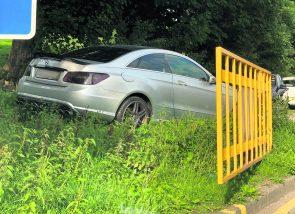 Dovestones: car on verge
