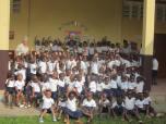 M. Bárbara con alumnos de la Escuela
