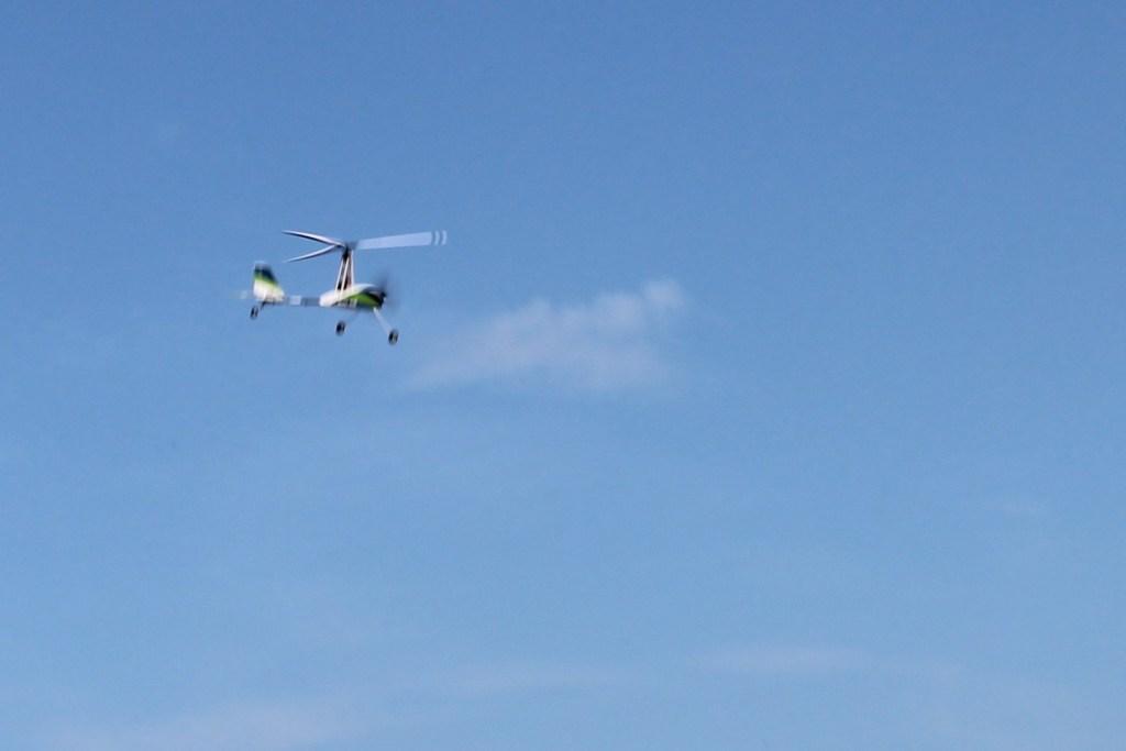 Auto gyro flying well