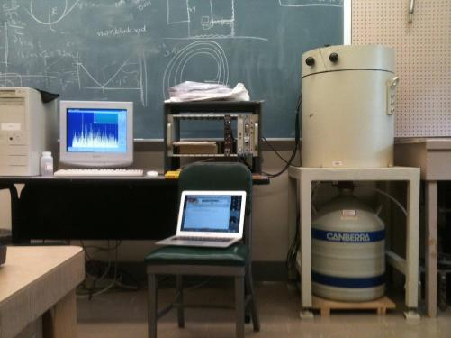 Germanium detector set up with liquid nitrogen bottle