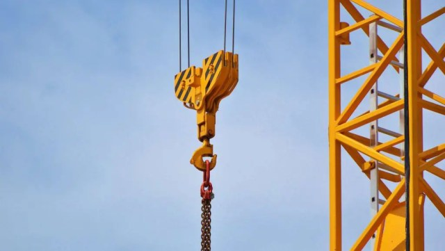 Crane at Safe Lifting