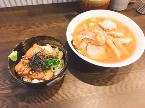 村田商店の中華そば(チャーシュー入り)とチャーシュー丼の写真