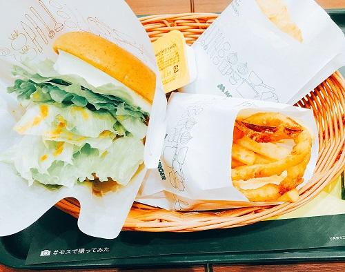 クリームチーズテリヤキバーガー オニポテセットとチキンナゲットの商品写真