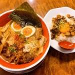 濃厚な醤油豚骨スープにチャーシュー&豚バラ☆麺王スペシャルはいかが?