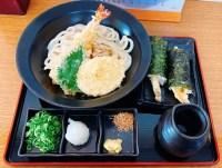 竹内製麵所の天ぷらぶっかけうどんと天むす