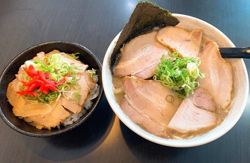 徳島ラーメンふじいの小松島系白色スープ肉入と豚丼
