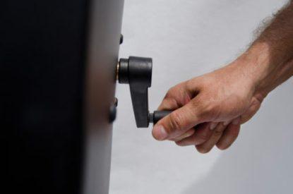 crank handle on pocket machine
