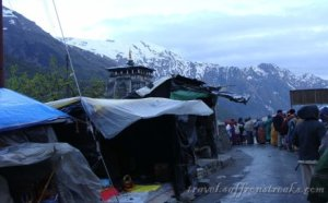 Queue for entering the Kedarnath temple