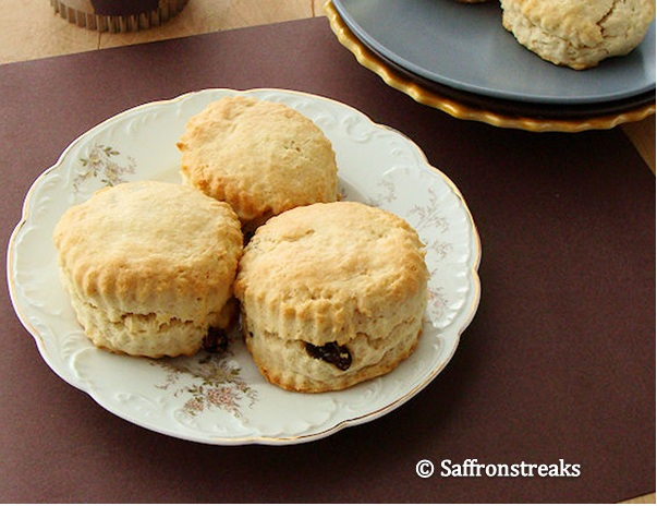 scones with currants
