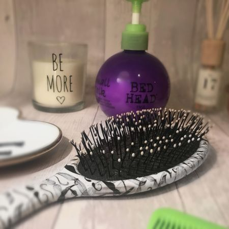7 Hacks for healthy curly or wavy hair wet brush