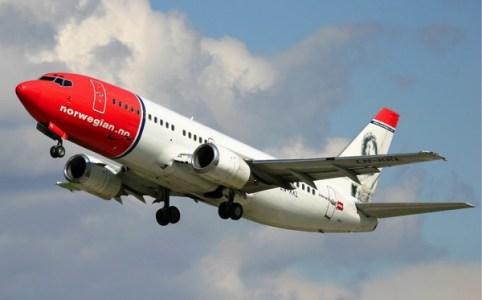 Norwegian_Air_Shuttle_Boeing_737-300_Pichugin.jpg
