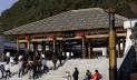 敷地面積2万以上平方メートルの孔学堂。「孔」は孔子で、「学」は学ぶこと。中国の古代優秀な伝統文化を学び、代々へと継ぐように、唐の時代の建築風格と貴州地域の建築特徴を融合して建てた。