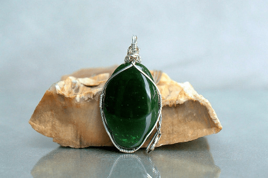 deep green oval shape jade pendant