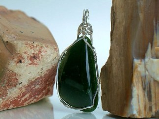 Large designed green Jade stone necklace