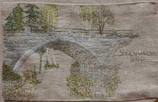 Stenvalvsbron i Norrböle Stenvalvsbron i Norrböle stod färdigbyggd 1922 och skulle ersätta den gamla träbron som gick över ån på samma plats som den nuvarande stålbron är placerad. Denna väg är den äldsta vägen till Bredbyn. Stenvalvsbron var även på den tiden en beprövad byggmetod och den har använts sedan 1700-talet. Bron är byggd i granit och arbetarna fick under byggandet betalt per tuktad sten . Man fraktade stenen från Mosjöberget under vintertid med häst och släde.
