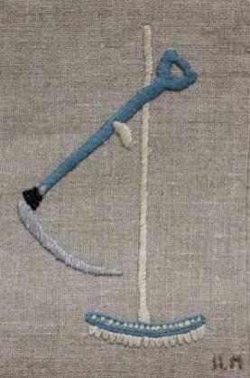 Lie och räfsa Lien använde man förr för att slå hö , diken och och åkanter. Räfsan hade man för att samla ihop höet.