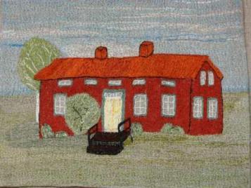 """Vilhelmina hembygdsmuseum Museet är inrymt i den gamla sockenstugan från 1890-talet. Byggnaden uppfördes efter slöjdaren P A Edmans ritningar och lär vara en av länets bäst bevarade sockenstugor. Under de första 50 åren fungerade byggnaden som sammanträdeslokal för olika möten, kommunalhus, skola, lärarbostad och skolhem. Här anordnades också bröllop och andra typer av kalas. I samband med folkskolans 100-års jubileum 1942 insamlade den dåvarande hembygdsföreningen ihop ett stort antal gamla bruks-föremål och fornfynd ute i kommunen till en utställning man lät kalla """"Forntid – Nutid – Framtid"""". De många värdefulla föremålen kom sedan att utgöra grundplåten till ett permanent museum i sockenstugan, vilket invigdes sommaren 1943. Utställningarna som nu visas presenterar bygdens historia från forntid till nutid och speglar framför allt självhushållets tid bland nybyggare och samer.Bland de många förhistoriska föremålen kan nämnas en nästan 2000 år gammal träskida samt glaspärlor från 700-talet. I museets magasin och arkiv finns även många värdefulla dokument och fotografier."""