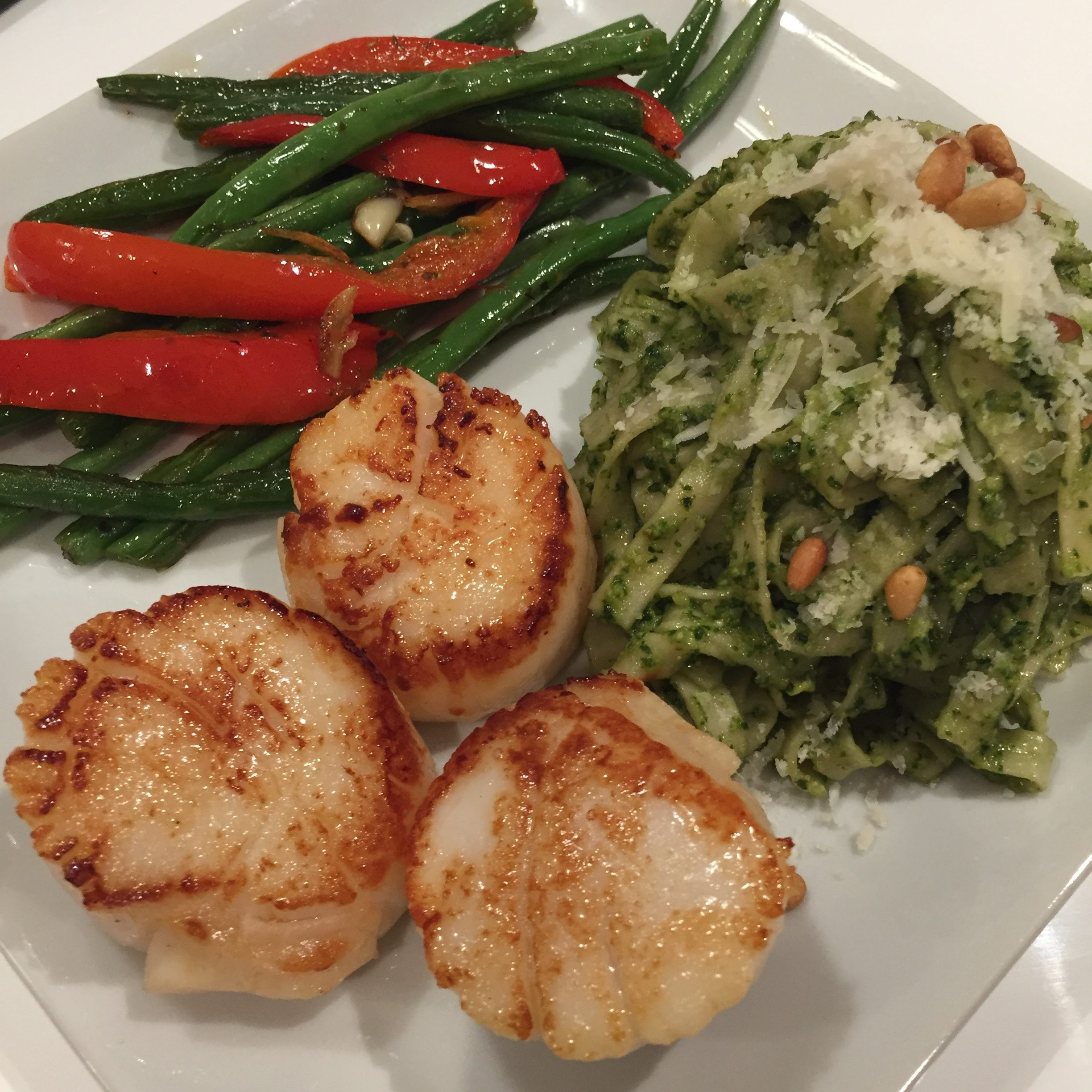 Sea Scallops with Pesto Pasta