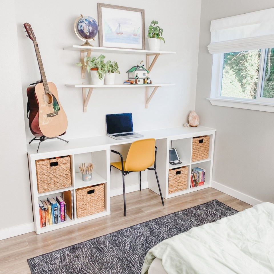 minimalist tween boy's bedroom desk