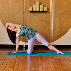 Hand behind head in this gate pose variation